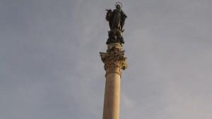 Virgin Mary statue in Piazza Mignanelli