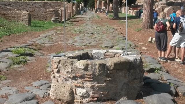 Pozzo Decumano in Ostia Antica