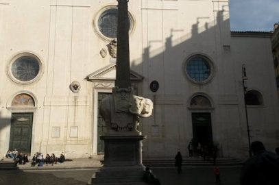 Walking tour in Rome: marble elephant