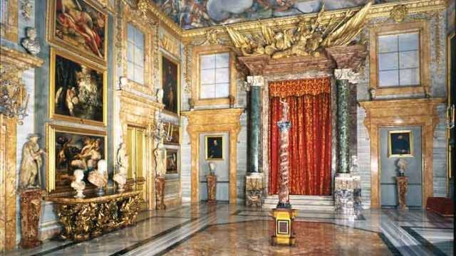 Colonna Palace: the Hall of the Battle Column