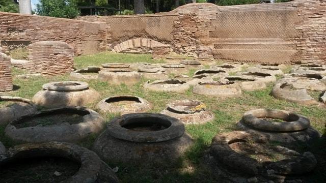 Giare per la conservazione del vino a Ostia Antica