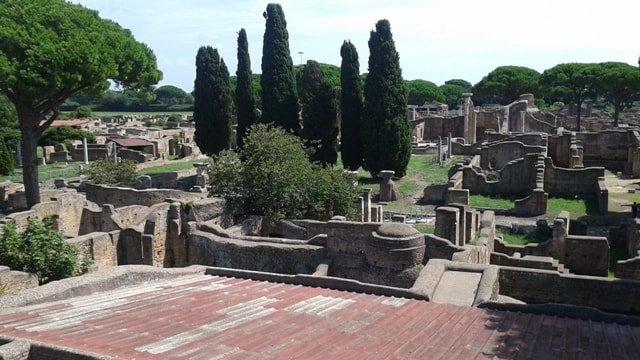 Resti delle case di Ostia Antica