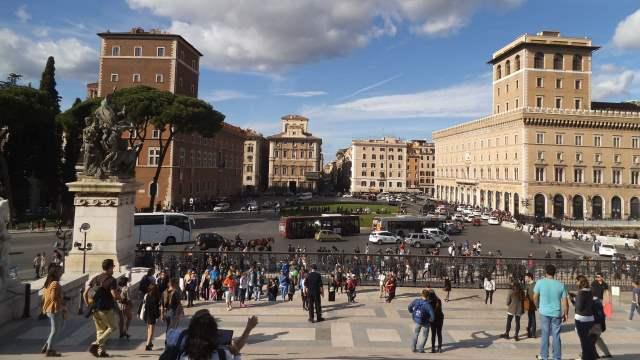 Turisti a piazza Venezia