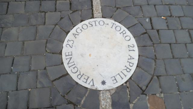 Meridiana a piazza San Pietro