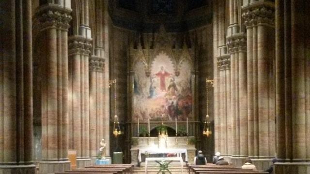 Interno gotico del Piccolo Duomo di Roma