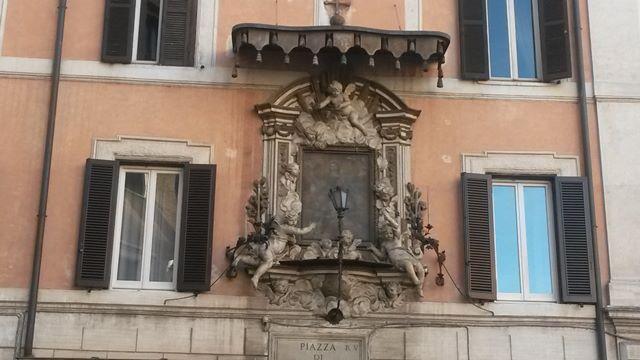 Le curiose storie delle immagini sacre nelle strade di Roma