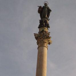 Colonna mariana a Piazza Mignanelli